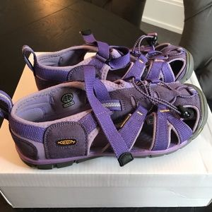 Keens girls purple sandals size 3